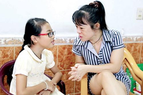 """""""Sư phụ mù"""" nổi danh Giọng hát Việt nhí, Ca nhạc - MTV, phuong my chi, hien thuc, giong hat viet nhi, que nhu, co be phuong my chi, ca si, ca nhac, ngoi sao, bao ngoi sao, giai tri, showbiz, bao, vn, ca nhac"""