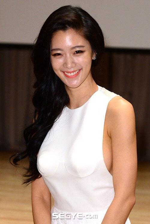 Người đẹp Hàn khóc òa vì bị chê phản cảm - 1