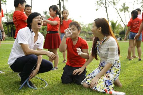 Vợ chồng Hồ Hoài Anh hát cùng thí sinh nhí - 2