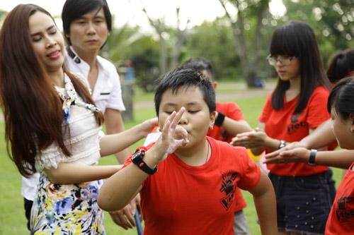 Vợ chồng Hồ Hoài Anh hát cùng thí sinh nhí, Ca nhạc - MTV, the voice kids, the voice kids 2013, giong hat Viet nhi, vo chong, Ho Hoai Anh, Luu Huong Giang, HLV, thi sinh, mv, giu lay niem tin, ca khuc moi, ca nhac, tin tuc