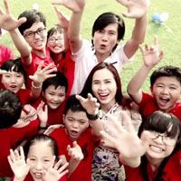 Vợ chồng Hồ Hoài Anh hát cùng thí sinh nhí
