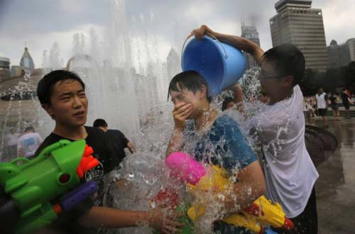 Dân TQ khốn khổ vì đợt nắng nóng lịch sử - 2
