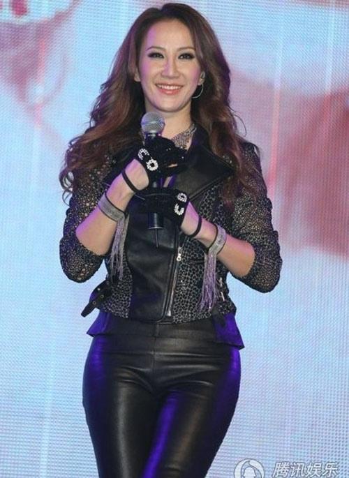 Diva Coco Lee khoe vòng 3 cong tròn - 5