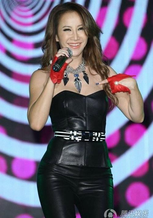 Diva Coco Lee khoe vòng 3 cong tròn - 2