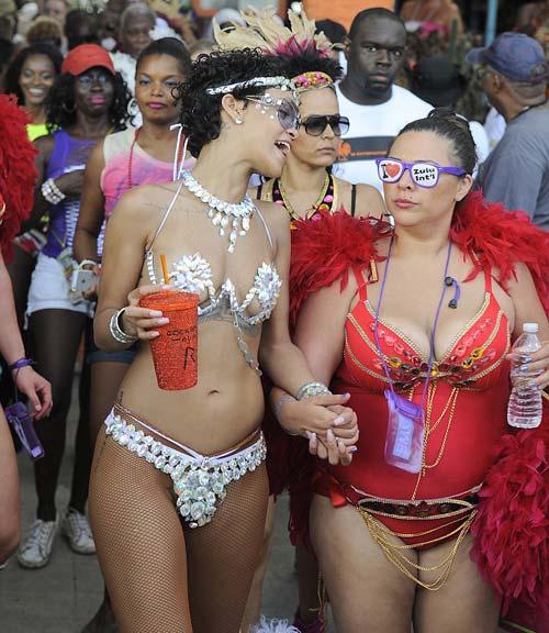 "Rihanna ""bốc cháy"" tại carnival quê nhà, Ca nhạc - MTV, rihanna, rihanna, ca sy rihanna, ca si, ca nhac, ngoi sao, bao ngoi sao, giai tri, showbiz, bao, vn, ca nhac"