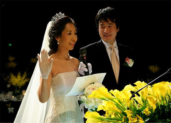 """Những cặp Hoa - Hàn """"nằm duỗi mà ăn"""" - 5"""