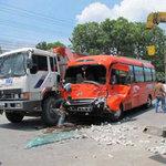 Tin tức trong ngày - Xe khách đâm xe tải, 20 người cấp cứu
