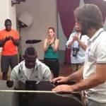 Bóng đá - Balotelli lả lướt chơi piano tặng Pirlo