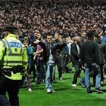 Bóng đá - Loạn đả sân cỏ tại Anh