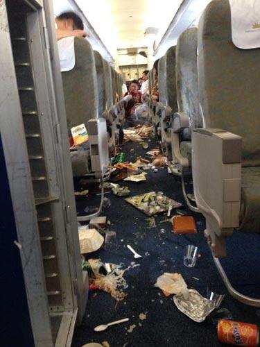 """Máy bay Vietnam Airlines """"rơi tự do trong 3s"""" - 1"""