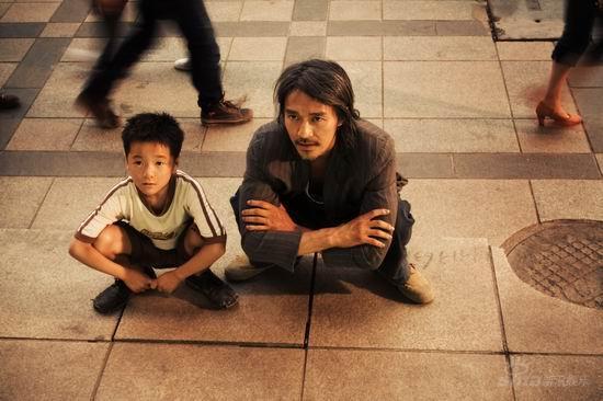 Video: Thương xót cậu bé mất cha - 4