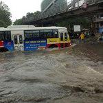 Tin tức trong ngày - Mưa lớn, phố cổ Hà Nội ngập nặng