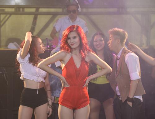 Đông Nhi gây choáng trong MV mới - 5