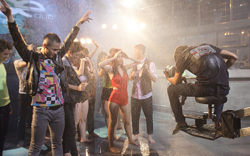 Đông Nhi gây choáng trong MV mới - 9