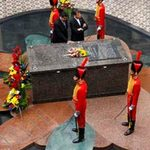 Tin tức trong ngày - Tổng thống Venezuela ngủ bên mộ ông Chavez
