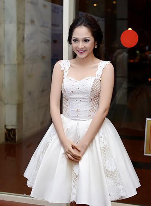 """Những """"tiểu thư váy xòe"""" ở showbiz Việt - 3"""