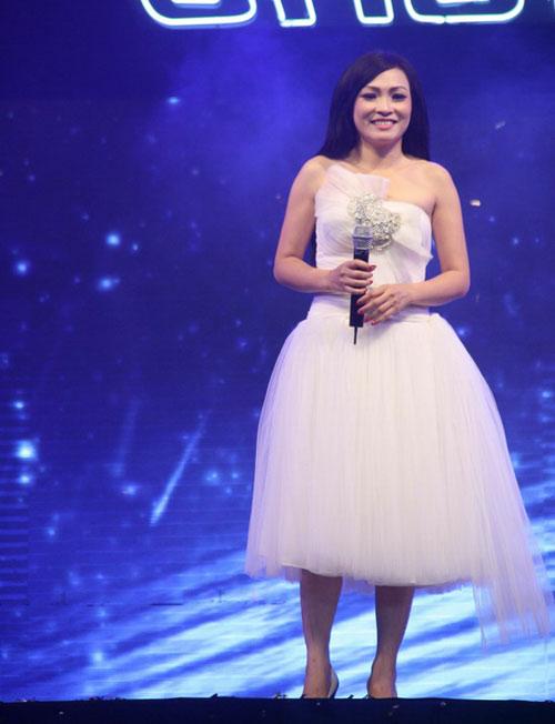 """Những """"tiểu thư váy xòe"""" ở showbiz Việt - 7"""