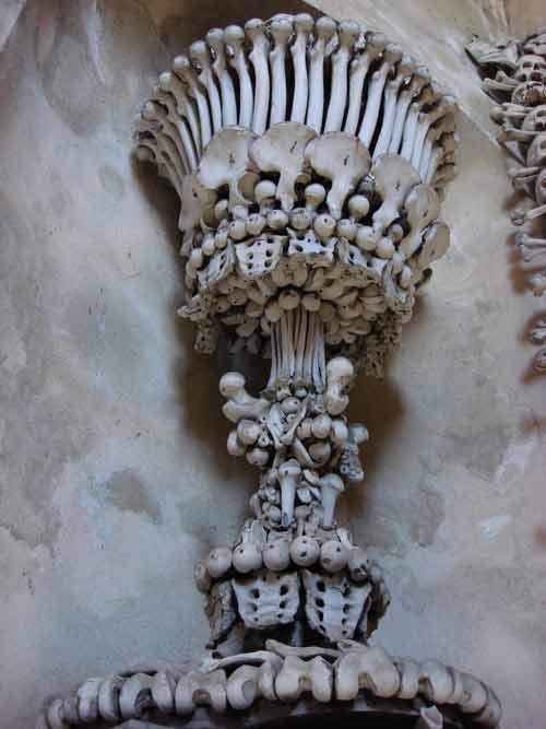 Rợn người nhà thờ bằng 70.000 bộ xương - 2