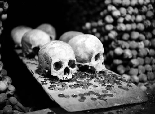 Rợn người nhà thờ bằng 70.000 bộ xương - 5