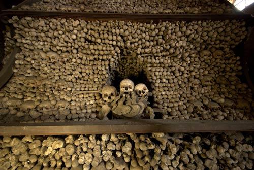 Rợn người nhà thờ bằng 70.000 bộ xương - 10