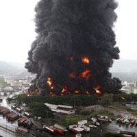 Sét đánh cháy nhà máy dầu lớn nhất Venezuela