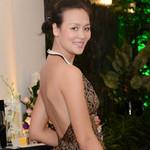 Thời trang - Hoa hậu Bảo Ngọc khoe lưng bằng yếm đào