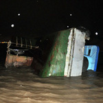 Tin tức trong ngày - Tàu húc chìm sà lan, 4 người hút chết