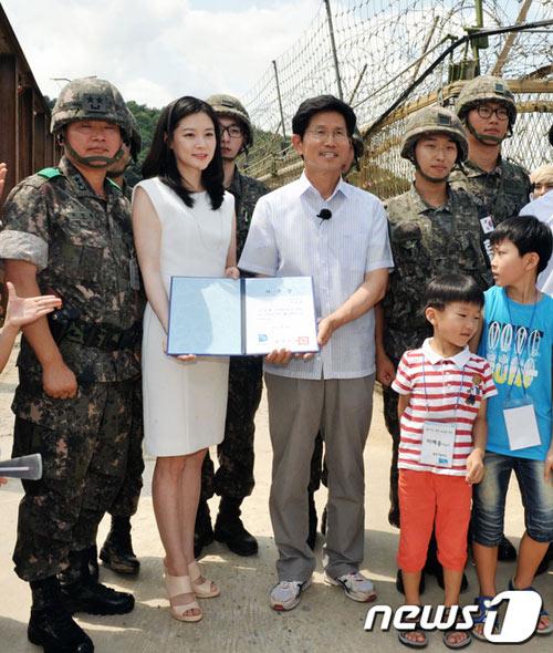 Lee Young Ae trong veo làm đại sứ - 1