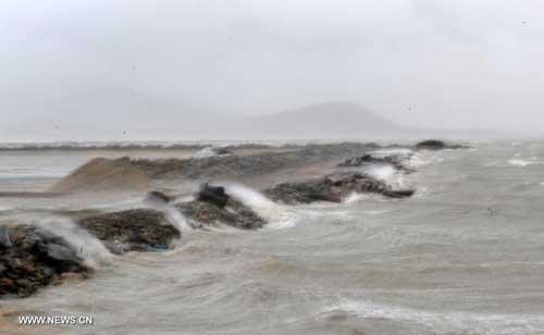 Chùm ảnh siêu bão Utor tàn phá Trung Quốc - 5