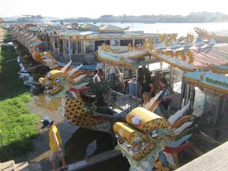 Bà hỏa thiêu rụi 2 du thuyền trên sông Hương - 2