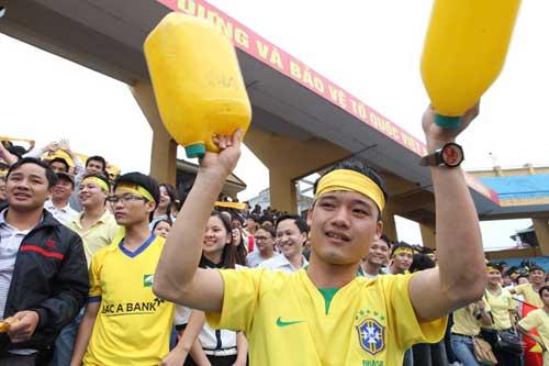 Fan SLNA đổ bộ Hàng Đẫy cổ vũ…Thanh Hóa - 3