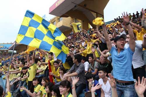 Fan SLNA đổ bộ Hàng Đẫy cổ vũ…Thanh Hóa - 4