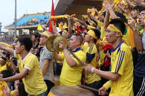 Fan SLNA đổ bộ Hàng Đẫy cổ vũ…Thanh Hóa - 5