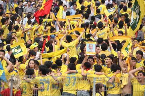 Fan SLNA đổ bộ Hàng Đẫy cổ vũ…Thanh Hóa - 6