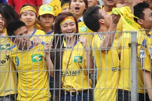 Fan SLNA đổ bộ Hàng Đẫy cổ vũ…Thanh Hóa - 7