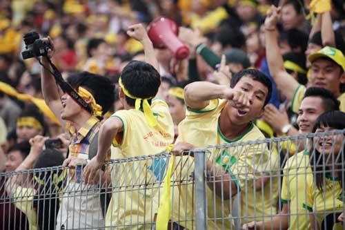 Fan SLNA đổ bộ Hàng Đẫy cổ vũ…Thanh Hóa - 8