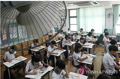 """HQ: Học sinh ngồi học giữa """"nồi hơi"""" - 1"""