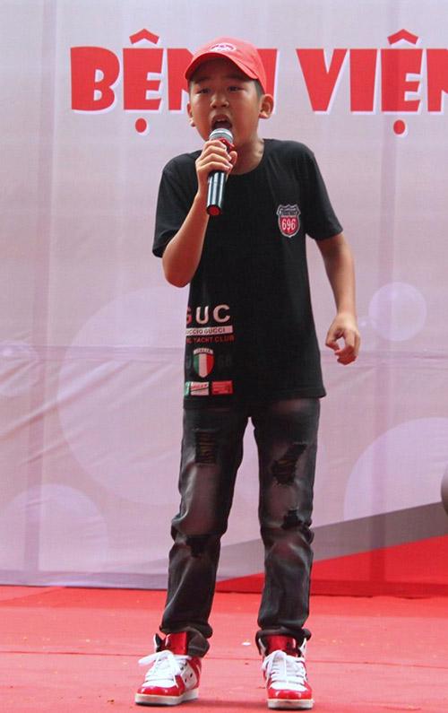 Phương Mỹ Chi xúc động hát tặng bệnh nhi - 6