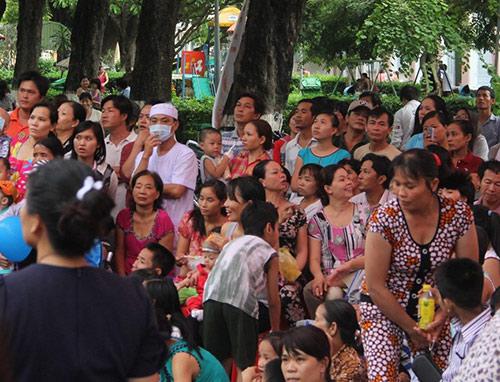 Phương Mỹ Chi xúc động hát tặng bệnh nhi - 7