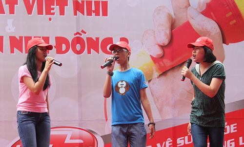 Phương Mỹ Chi xúc động hát tặng bệnh nhi - 5