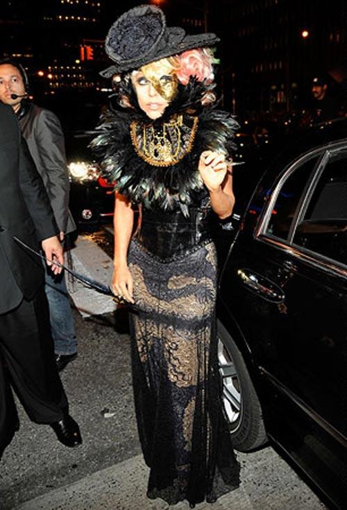 Lady Gaga lại nổi loạn - 10