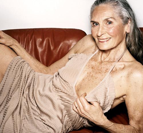 Siêu mẫu 83 tuổi vẫn vô cùng cuốn hút! - 6