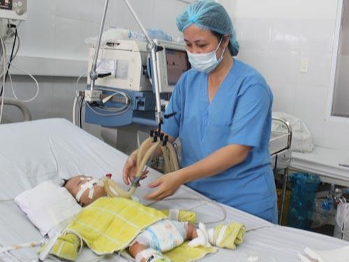 Cứu sống bé 3 tháng tuổi bị bệnh tim hiếm gặp - 1