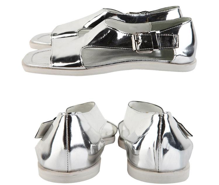 Nên mặc màu gì với giày sandal bạc? - 3
