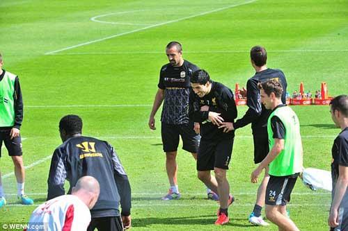 Nói lời xin lỗi, Suarez đồng ý ở lại Liverpool - 1