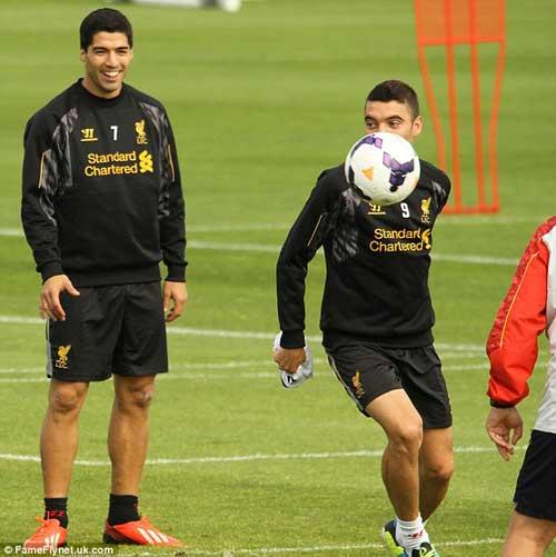 Nói lời xin lỗi, Suarez đồng ý ở lại Liverpool - 2