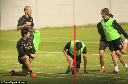 Nói lời xin lỗi, Suarez đồng ý ở lại Liverpool - 4
