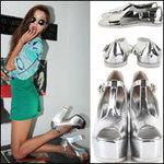 Thời trang - Nên mặc màu gì với giày sandal bạc?