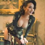 Phiên bản Việt sexy của Dita Von Teese
