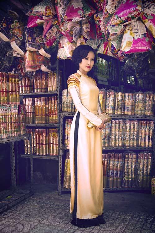 Hồng Ánh quý phái với áo dài xưa - 13